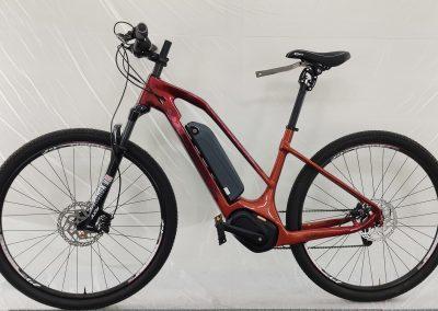 Peinture custom sur un vélo électrique