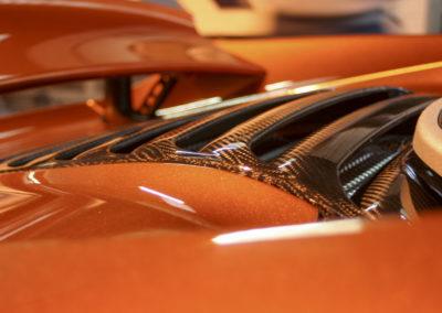 Réalisation de pièces en carbone pour une voiture de sport